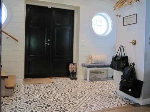 Hall med liggande panel